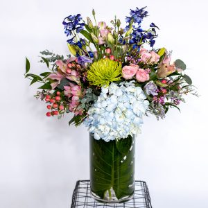 cheerful flower vase arrangement from Qualicum Beach Parksville Nanaimo flower delivery service and florist Petal and Kettle